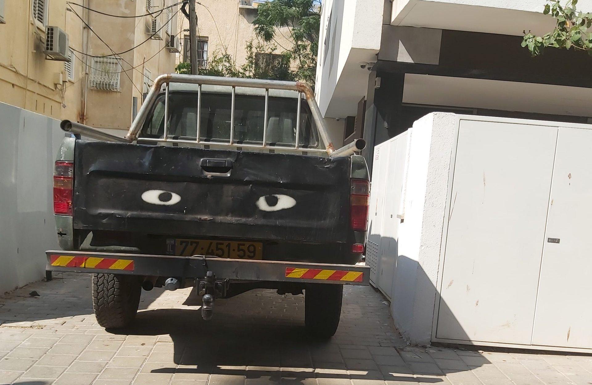 עיניים למשאית 🖼️ עידוק